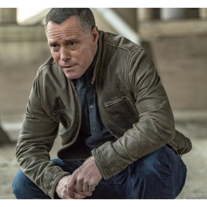 Exclusive Chicago P.D. Sneak Peek: Voight Is Attacked at