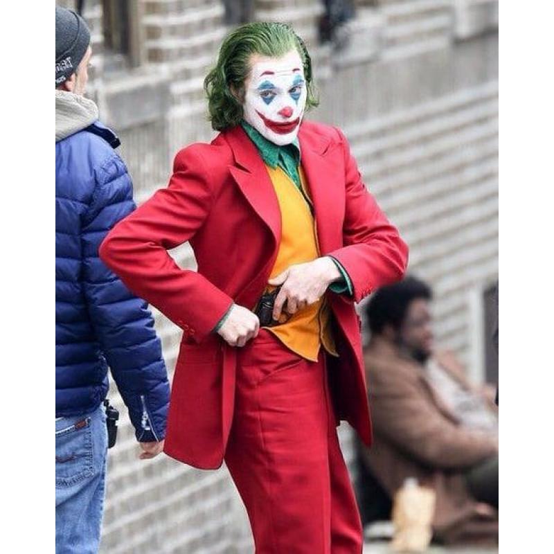 Arthur Fleck Joker Here S Your First Look At Joaquin